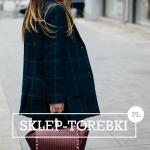 Czerwona torebka – jak ją nosić? 3 praktyczne stylizacje na co dzień
